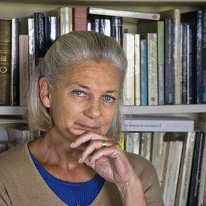 Elisabeth Badinter at the Institut francais, 1989