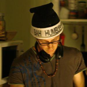 Rowan Thorpe - DJ Mix - June 2004 - Freestyle Hip-hop/Funk/Drum-n-Bass
