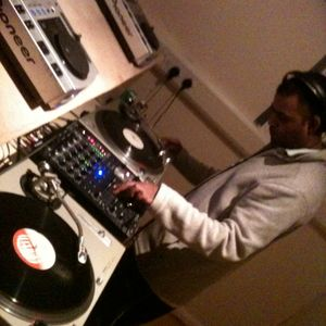 Djgreen meets old school garage mixed live in alicante spain.vinyl mix.Part 2.