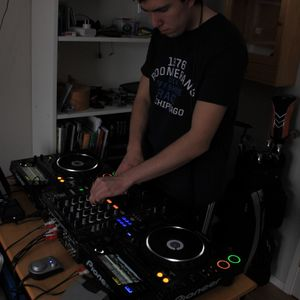 DJ Tuvén - Progressive House Mix 12-06-25