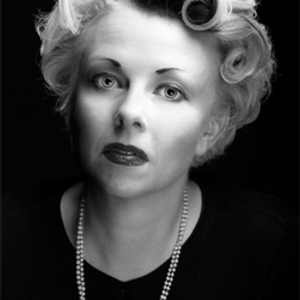 QUEEN OF NOIR Writing CATHI UNSWORTH - Without The Moon on GORGEOUS READS