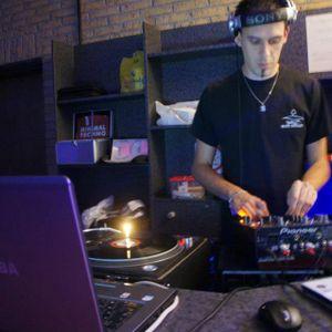 voici le podcast de dj sebconic  qui et passez hiert soir sur la radio decibel minimal ( tech house)