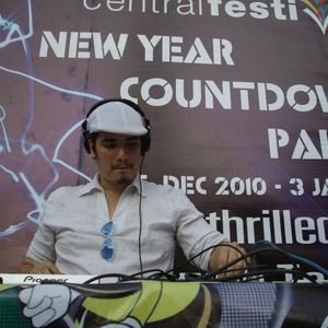 MrBee - LIVE from Central Festival Pattaya - 2nd FEB 2011