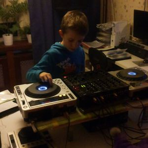 mariosmash dubstep mix- the mixing is from my son,9years old.dj dubstep kevin