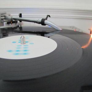 DJ Shiny - Turntable Tomfoolery - Redroad 102.4FM - June 2012