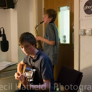 Hot Pebbles! on Phonic FM 01/10/14 with live music from Jamie Jones Rudd