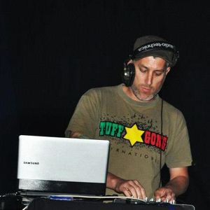 DJ GORGAX SET ONLY VINIL EN ROCKET REVENGERS RADIO X www.radiolacrema.com