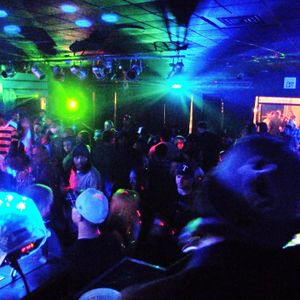 Live Dubstep/House Mix PreGLOW.. Life in Color event.