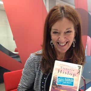 Victoria Hislop Hellenophile CARTES POSTALES from Greece Author RADIO GORGEOUS