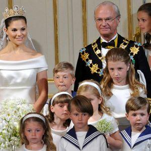 Varför var Kronprinsessan Victoria så kontroversiell när hon ville ledas fram till altaret av sin fa