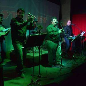 Voces en La Noche. Con la presencia del grupo Mixtureros Folklore actuando en vivo.