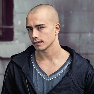 This Is.... HeadHunterz, Hate It Or Love It (TributeMix)