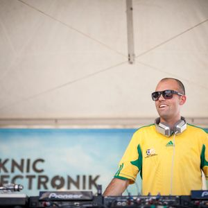 DJ Chuck - T.I.A House Podcast 029, Piknic Electronik 2014 (Afro-House) - (04-October-2014)