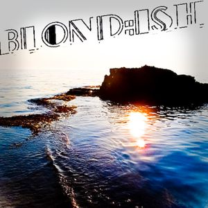 Blond:ish - Live at Au Bar Corfu Greece July 8, 2011