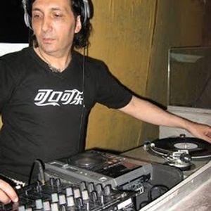 FERNANDO VIDAL ENTREVISTA A ROBERTO CERATTI 9 DE MARZO DE 2011 BEACH RADIO