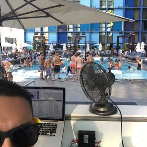 Live from the Linq Pool in Las Vegas (first hour)