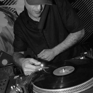 Magillian Tribute 2 Vinyl and the Time when House was only HouseMusic  & the Dj was only a Dj