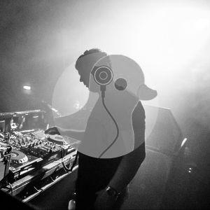 John Digweed - Kiss 100 / Guestmix DJ Three (2000-10-06)