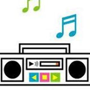 El radio está tocando tu canción #leodan jueves 10jul14
