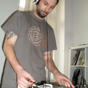 16.00 - 17.05 Xavier @ eben.drum NetRadio Sylvester Stream (31.12.2010)