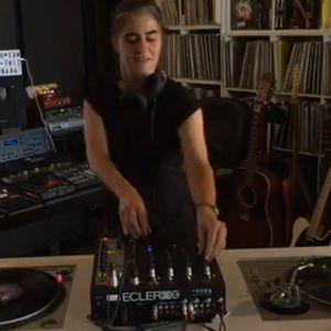 Misstress Barbara - Stay Home 06 - Special Acid Techno Old School Vinyl-Only DJ Set (Mat 1st 2020)