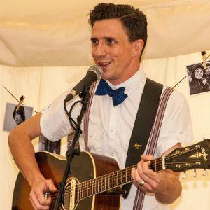 Broken Boat and Tom Billington performing on Radio Dacorum