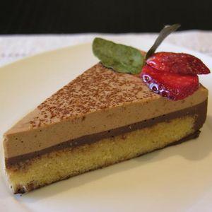 Pastís de mousse de xocolata amb avellanes