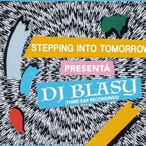 STEPPING INTO TOMORROW PRESENTÁ DJ BLASY