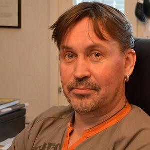 Kirjailija ja käsikirjoittaja Marko Leino haluaa joka kerta yllättää