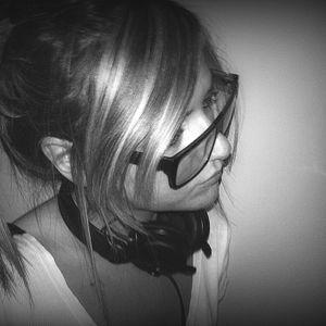 Dubphone b2b Tania @ One Underground Radio 02.03.2012
