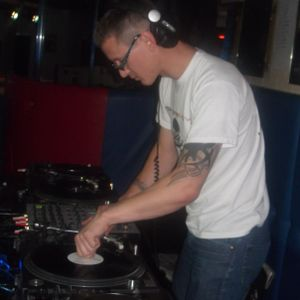 darren-m oldskool bouncy techno