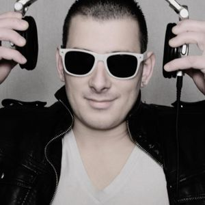 BRYAN HASHTAG Starbeach DJ Contest 2012