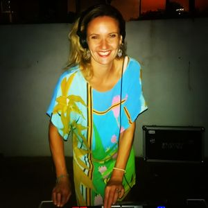 Yoga Music Flow by yogi & DJ Lucy 'Elle J' Small November 2020