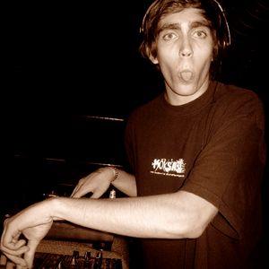 Mc Massive Nakotik vs DJ Erzwo