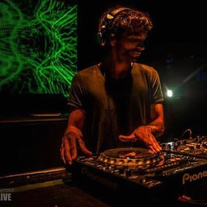 Hernan Delgado - djset (LightWave Radio) February/Febrero 2012