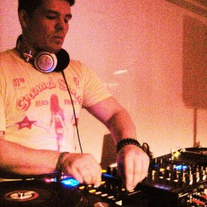 "Me& the machine live@ Mixlr ""no games just Tech- House"" 22.06.12"