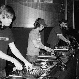 Mhonolink live @ Citadela 14 Omega, Bobycentrum, Brno 16.3.2002