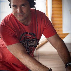 DJ Sasha Deeper - Swaying House