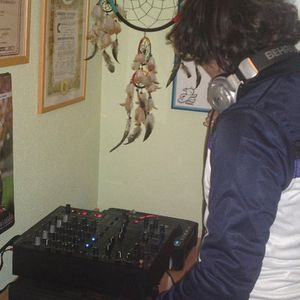DJuaNito in session (Ron Barceló)