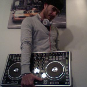 DJ- FONX 4 trak first mix live
