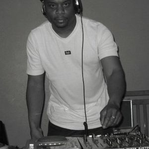 Mike light live on S.O.S The  Bodyfusion Shakedown soulful mix vol 1