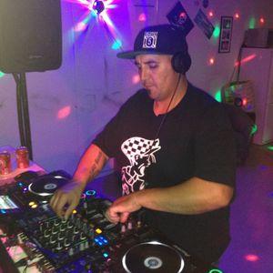 House Dawg Radio w/ Lloydy Lou on www.chicagohousefm.com funk Yeah fill in!!