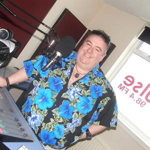 Interview and live music with Dave Arcari in Pulse 98.4 Lunchtime Live with Scotty