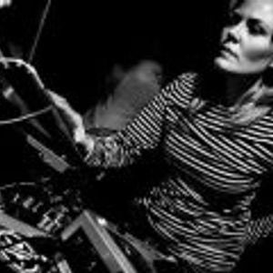 Kaotik Grace-Deep House Set Live on Future Shock (Bassbreakzfm.com) 12132015