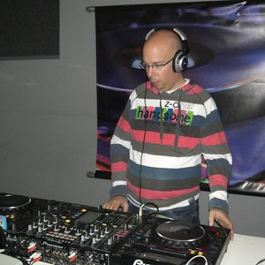 DJ BST in the Mixxx Harder Electro