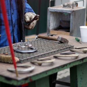 Darba tirgus mainās: Pirmspensijas vecuma cilvēku darba rokas kļūst pieprasītas