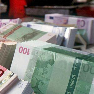 """Mesa de redacción: Una familia busca recuperar el dinero """"regalado"""" por su hijo en el colegio"""