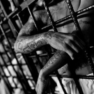 Salió el jueves de la cárcel y se encontró a su mujer con otro