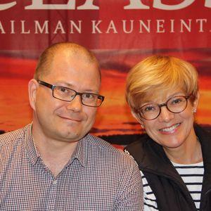 Terho Miettinen ja Raija Pelli keskustelemassa Harhaanjohtajat-kirjasta