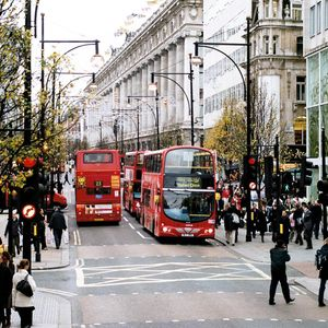 UK retail sales rise 3.7% in February